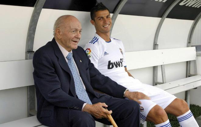 Tin HOT bóng đá tối 2/12: Ronaldo được ví với huyền thoại Real 1