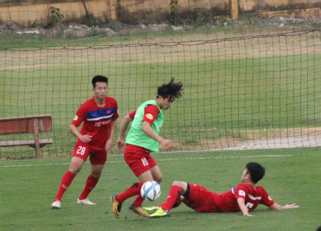 """U23 Việt Nam: HLV Park Hang-Seo dạy Công Phượng, Văn Toàn """"làm xiếc"""" với bóng - 2"""