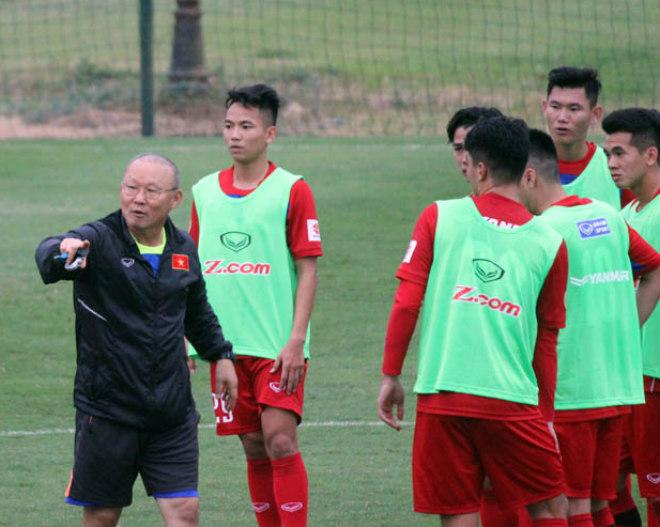 """U23 Việt Nam: HLV Park Hang-Seo dạy Công Phượng, Văn Toàn """"làm xiếc"""" với bóng - 1"""
