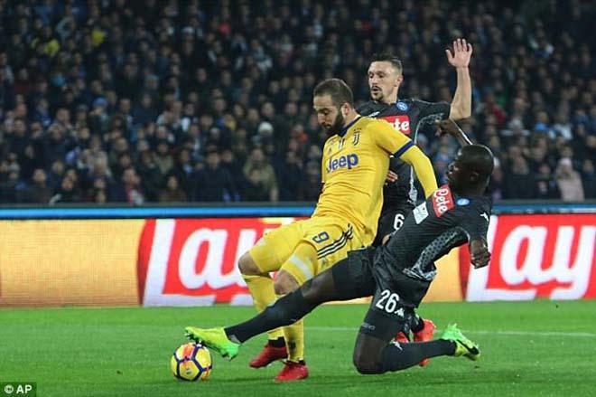 """Napoli - Juventus: Cú đấm chí tử từ """"kẻ phản bội thế kỷ"""" - 1"""