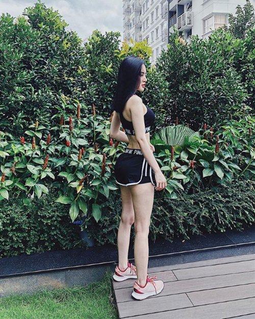 Hạn chế chiều cao, em gái siêu vòng 3 phiên bản Việt vẫn sexy khó ngờ
