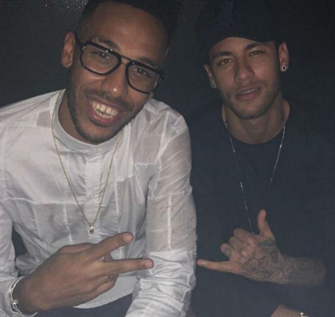 """PSG thua đau: Neymar đòi mua """"Người dơi"""" 1.600 tỷ đồng thay Cavani - 2"""