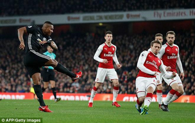 "MU ""hủy diệt"" Arsenal: Đỉnh cao De Gea, Pogba dại dột - 2"