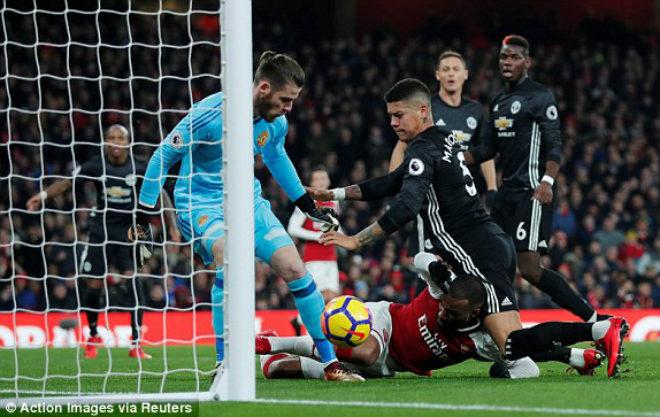 "MU ""hủy diệt"" Arsenal: Đỉnh cao De Gea, Pogba dại dột - 9"