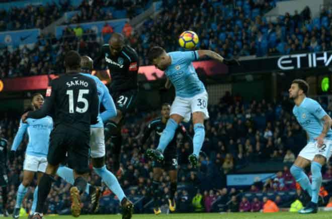 """Man City lộ yếu điểm, MU cần """"người khổng lồ"""" Ibrahimovic đá derby - 2"""