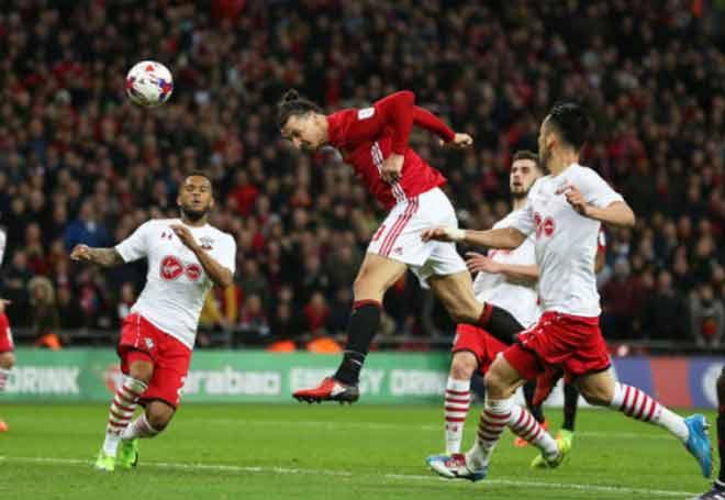 """Man City lộ yếu điểm, MU cần """"người khổng lồ"""" Ibrahimovic đá derby 3"""