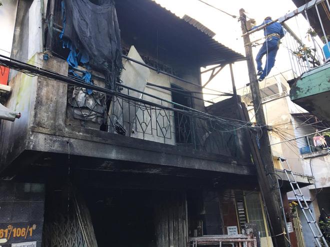 """Vụ cháy 3 người chết ở SG: Chồng nhiều lần lao vào """"biển lửa"""" cố cứu vợ và 2 con"""