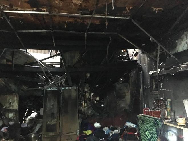 """Vụ cháy 3 người chết ở SG: Chồng nhiều lần lao vào """"biển lửa"""" cố cứu vợ và 2 con - 2"""