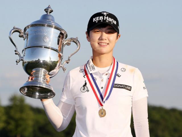 Golf 24/7: Mỹ nhân trổ biệt tài khó tin, fan lác mắt 4