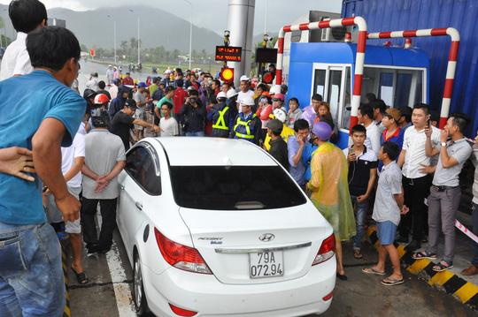 Khánh Hòa: Liên tục kẹt xe do... tiền lẻ, BOT Ninh An xả trạm - 3