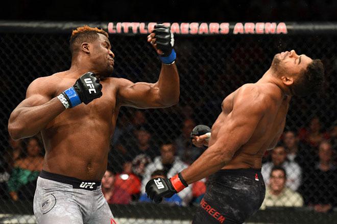 """Kinh hãi UFC: """"Quái nhân"""" khủng nhất thế giới, 1 đấm tử thần 1"""