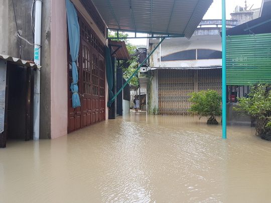 Lũ lớn, hàng ngàn ngôi nhà ở Bình Định lại bị ngập nặng - 1