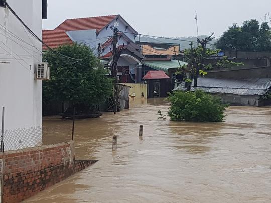 Lũ lớn, hàng ngàn ngôi nhà ở Bình Định lại bị ngập nặng - 2