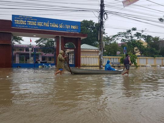 Lũ lớn, hàng ngàn ngôi nhà ở Bình Định lại bị ngập nặng - 3