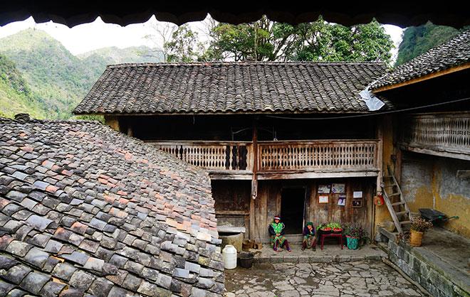 Ở Hà Giang, có một ngôi nhà cổ đẹp lạ ẩn mình giữa cao nguyên đá - 2