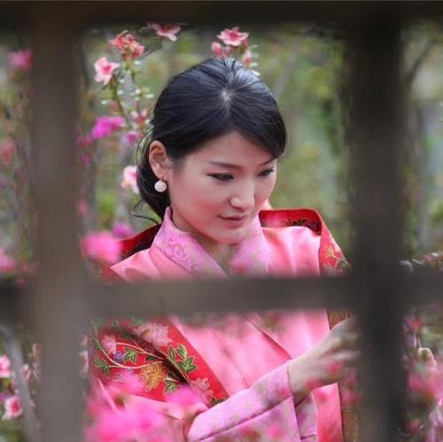 Nhan sắc của hoàng hậu Bhutan: Nàng lọ lem vạn người mê - 4