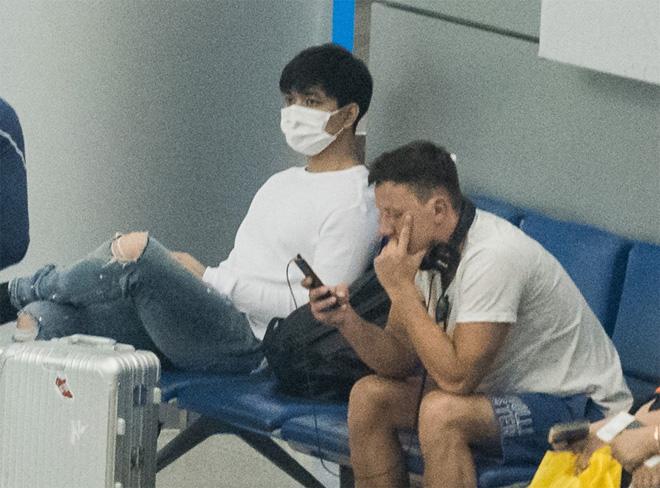 Tim lặng lẽ xuất ngoại giữa scandal tình cảm của vợ và Bình Minh