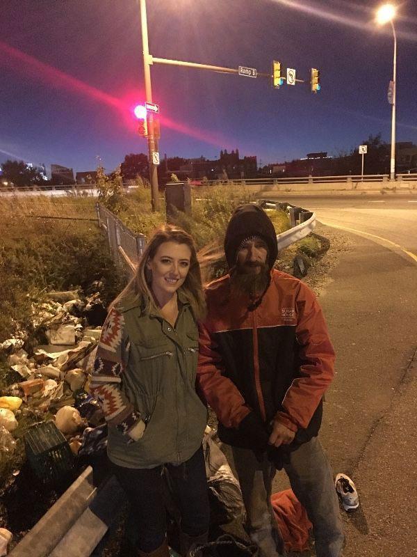 Mỹ: Tiền ùn ùn kéo về túi sau khi cho cô gái đẹp vay 20 USD