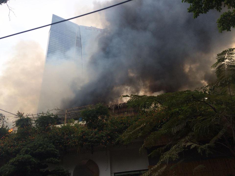 HN: Cháy lớn gần tòa nhà Lotte, quân đội được huy động