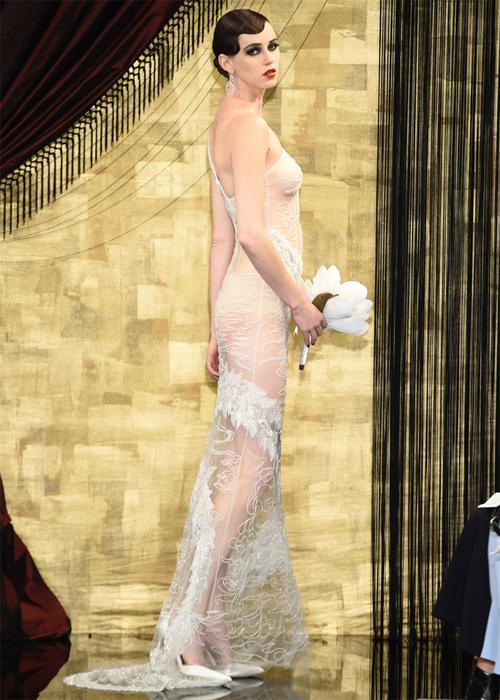 Nàng dâu diện váy cưới như cởi trần liệu có khiến quan khách giật mình? - 4