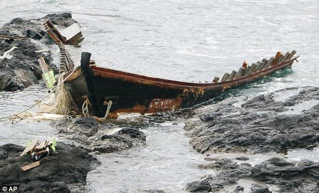 """Vì sao ngày càng nhiều """"tàu ma"""" Triều Tiên trôi dạt vào Nhật? - 2"""