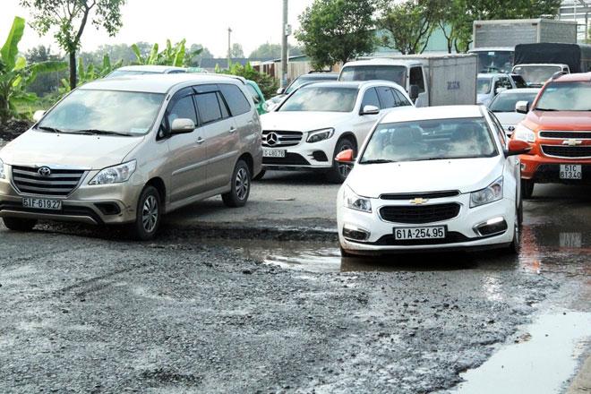 """Cận cảnh con đường """"hỏng vì không có xe lưu thông"""" - 5"""