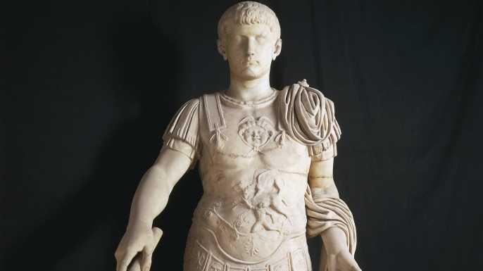 Sự tàn bạo và trụy lạc của vị hoàng đế điên loạn nhất thế giới - 1
