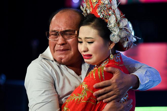 Khán giả, sao Việt đồng loạt tẩy chay talkshow Sau ánh hào quang - 2