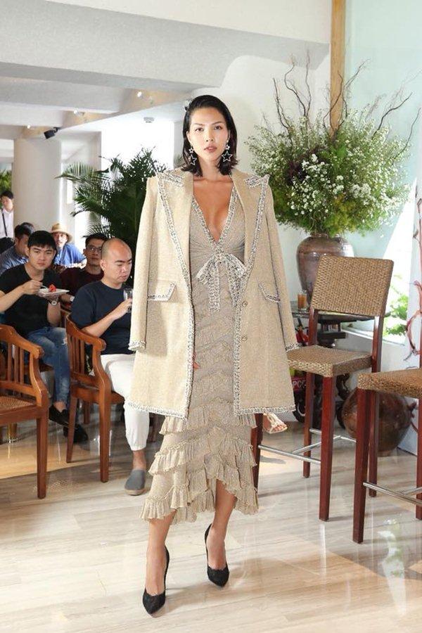 """Angela Phương Trinh đẹp nhì tuần với váy """"một mất một còn"""" - 5"""
