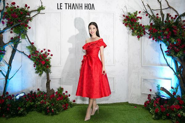 """Angela Phương Trinh đẹp nhì tuần với váy """"một mất một còn"""" - 8"""