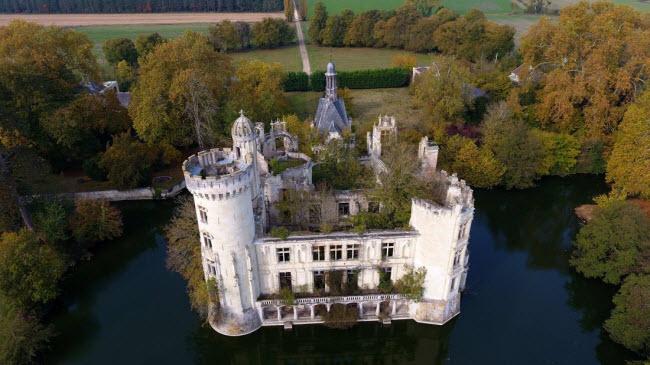 Chuyện lạ: Hơn 9.000 người góp tiền mua chung lâu đài bỏ hoang ở Pháp - 1