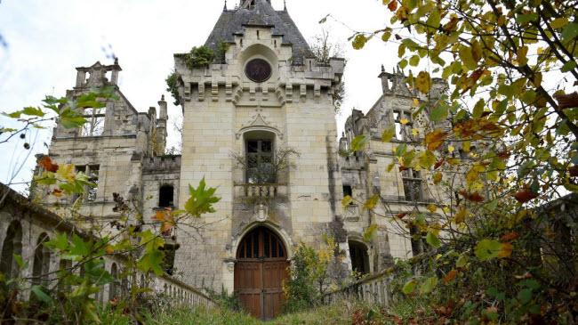 Chuyện lạ: Hơn 9.000 người góp tiền mua chung lâu đài bỏ hoang ở Pháp - 2