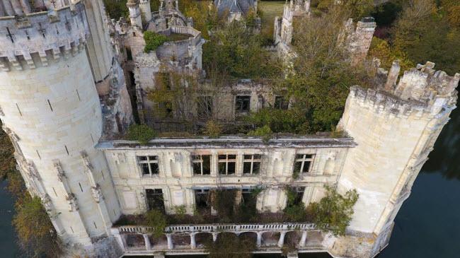 Chuyện lạ: Hơn 9.000 người góp tiền mua chung lâu đài bỏ hoang ở Pháp - 7