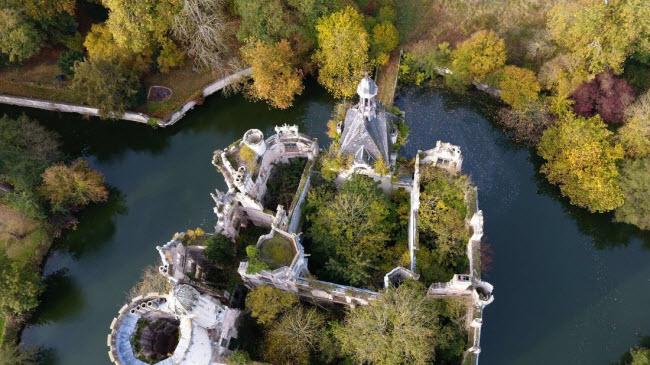 Chuyện lạ: Hơn 9.000 người góp tiền mua chung lâu đài bỏ hoang ở Pháp - 5
