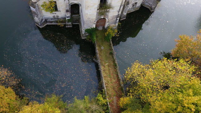 Chuyện lạ: Hơn 9.000 người góp tiền mua chung lâu đài bỏ hoang ở Pháp - 6