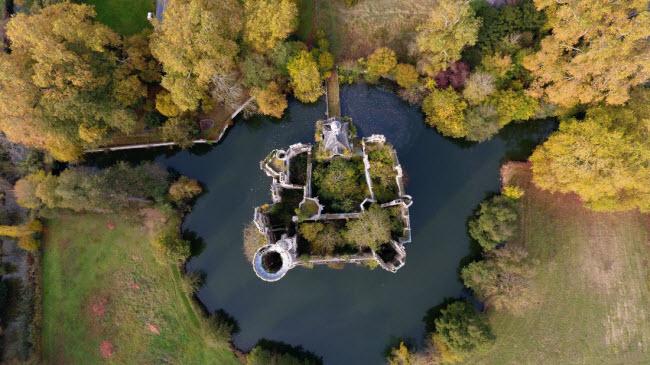 Chuyện lạ: Hơn 9.000 người góp tiền mua chung lâu đài bỏ hoang ở Pháp - 8