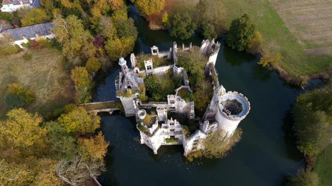 Chuyện lạ: Hơn 9.000 người góp tiền mua chung lâu đài bỏ hoang ở Pháp - 9