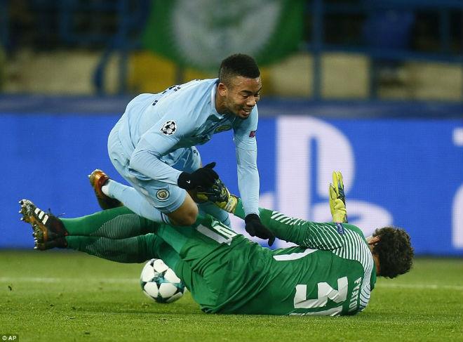 Man City thua thảm cúp C1: Pogba tuyên bố MU thắng derby