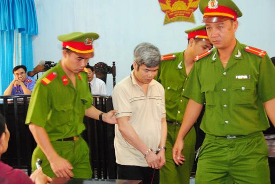 Tử tù giết 2 cháu bé tỏ ra bình thản trước khi tử hình - 1