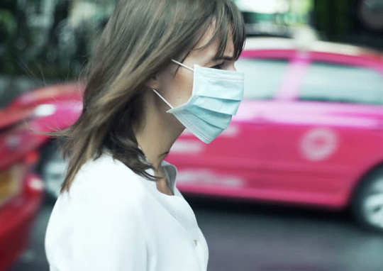 Đi bộ trên phố ô nhiễm chỉ là