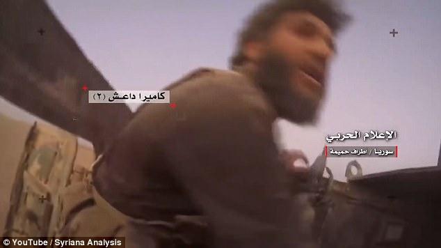Khoảnh khắc cả đám khủng bố IS bị trúng tên lửa cháy rụi