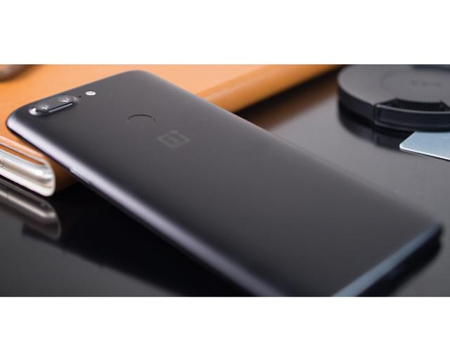 Xiaomi Mi Note 3 quay video, chụp ảnh ngang với iPhone 8 - 4