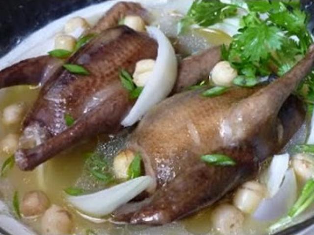 Cách làm bồ câu hầm sen cốm thơm ngon, bổ dưỡng cho cả nhà