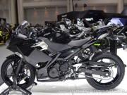 """Thế giới xe - Mê mẩn trước """"chiến binh"""" Kawasaki Ninja 400 màu đen kim loại"""