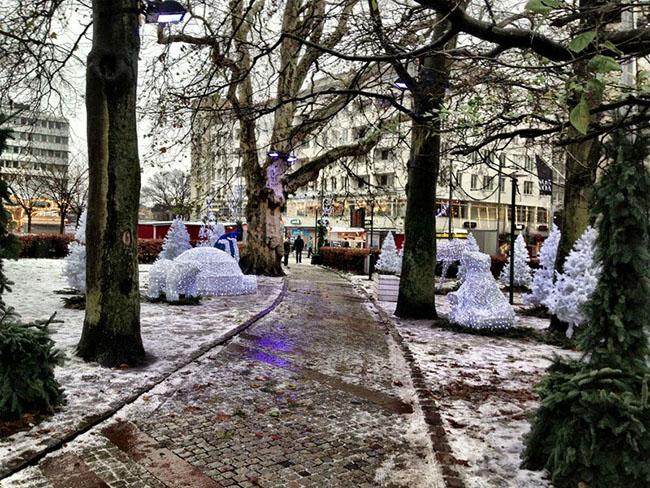 Malmö, Thụy Điển: Thị trấn nhỏ thuộc Thụy Điển này nổi lên như một bữa ăn tối lạ trong các địa điểm Giáng sinh rực rỡ, các buổi hòa nhạc có trong suốt kỳ nghỉ và hàng trăm cây thông lấp lánh khắp mọi nơi.