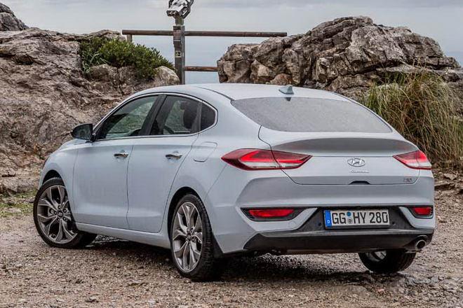 Hyundai i30 Fastback 2018 có giá từ 616 triệu đồng - 2