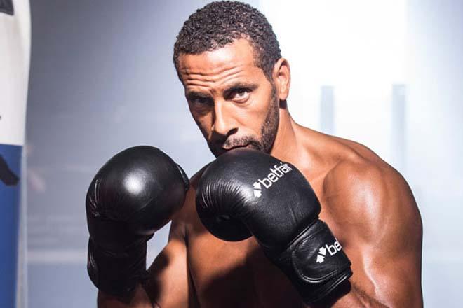 """Mộng xưng vương boxing: Rio Ferdinand """"luyện công"""" cùng người đẹp"""