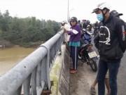 Tin tức trong ngày - Bỏ lại xe đạp trên cầu, một học sinh lớp 11 nhảy sông tự tử