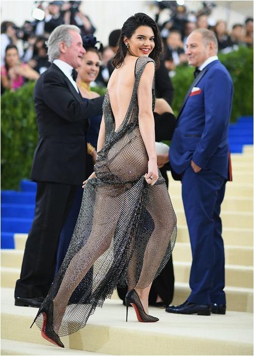 """Những lần mặc như """"gái hư"""" của người mẫu giàu nhất thế giới - 7"""