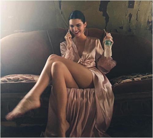"""Những lần mặc như """"gái hư"""" của người mẫu giàu nhất thế giới - 11"""